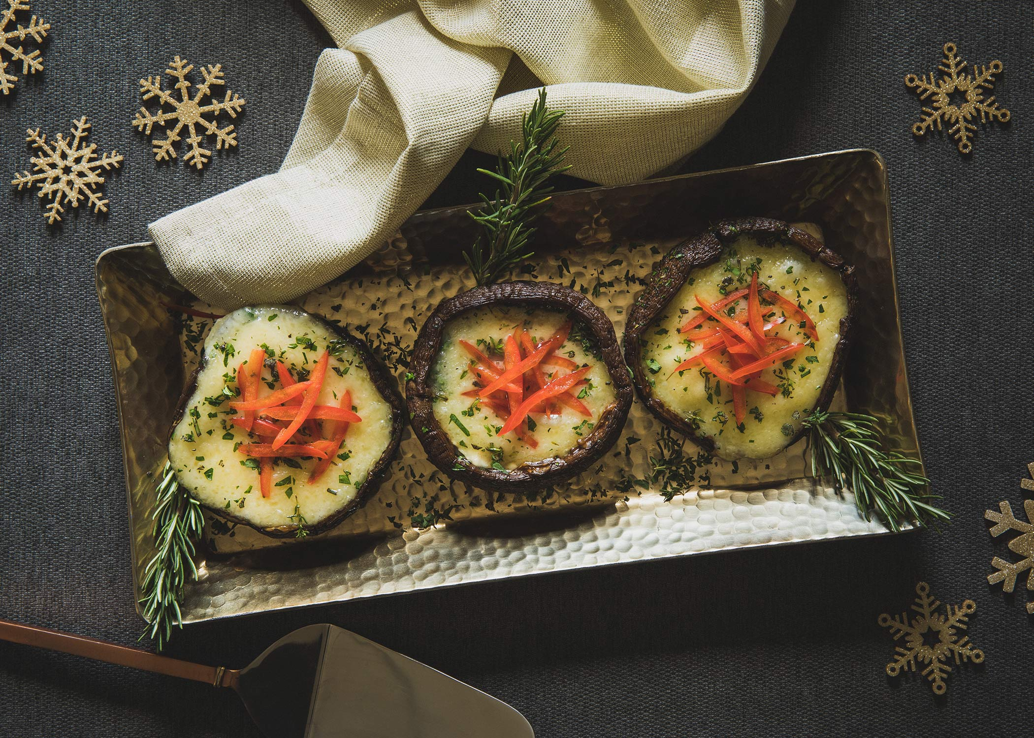 Brie_and_Herb_Stuffed_Portobello_Mushrooms_005_MWGtdg